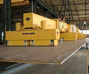 Permanent-electro lifting magnet system in use